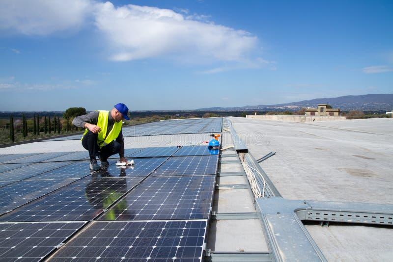 Trabalhador qualificado fotovoltaico imagem de stock royalty free