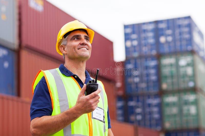 Trabalhador que guardara o rádio imagem de stock