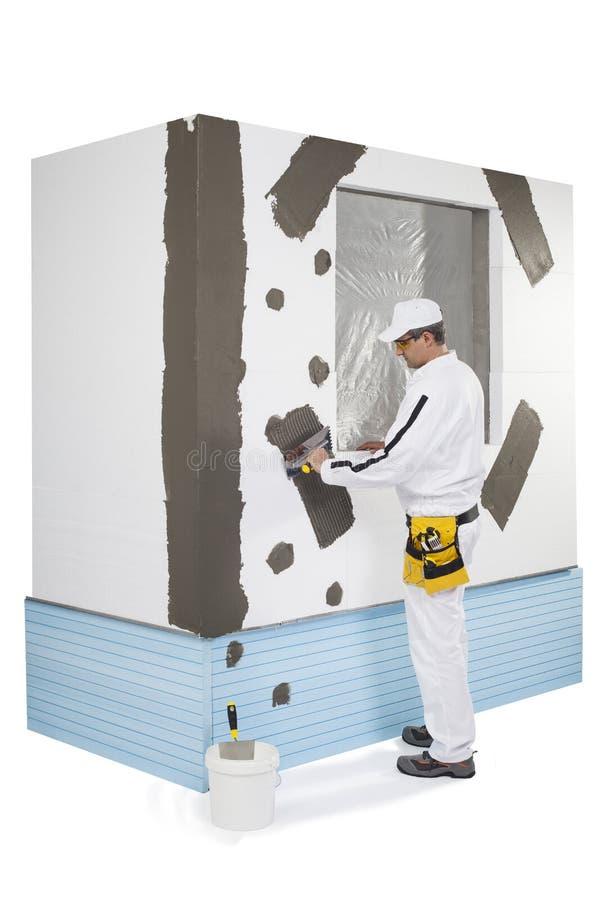 Trabalhador Que Reforça Um Quadro De Janela Imagens de Stock