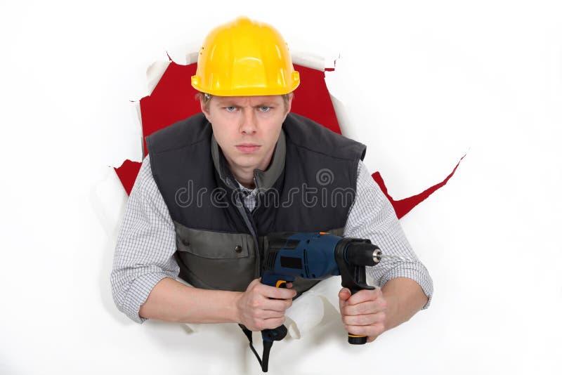 Trabalhador que wielding a broca imagem de stock royalty free