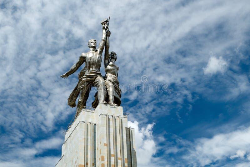 Trabalhador soviético famoso do monumento e mulher Kolkhoz fotos de stock royalty free