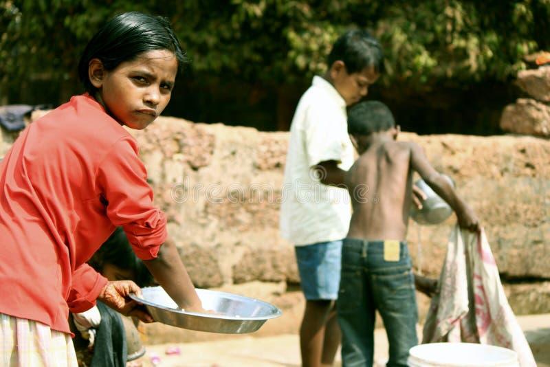 Trabalhadores da criança no orfanato de India imagem de stock
