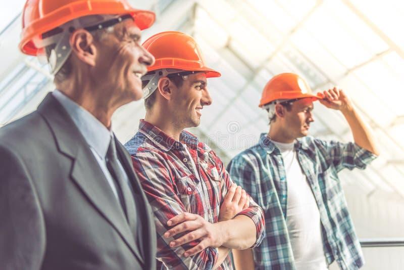 Trabalhadores da indústria da construção civil fotografia de stock