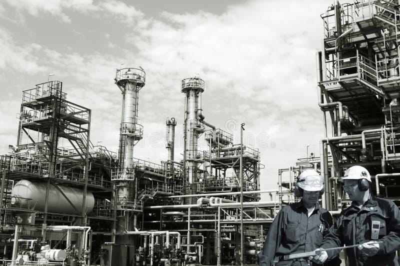 Trabalhadores do petróleo, do gás, do combustível e da refinaria imagens de stock royalty free