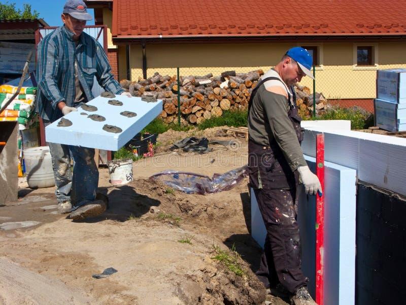 Trabalhadores em um terreno de construção fotos de stock royalty free