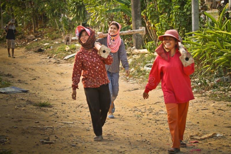 Trabalhadores emigrantes das mulheres em Tailândia imagens de stock royalty free