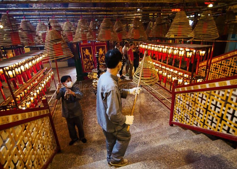 Trabalhadores no homem Mo Temple imagem de stock royalty free