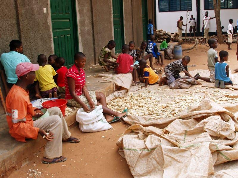 Trabalho africano das crianças fotografia de stock