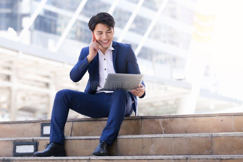 Trabalho asiático do homem de negócios foto de stock royalty free