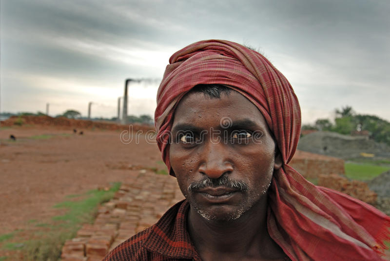 Trabalho do campo de tijolo em India imagem de stock