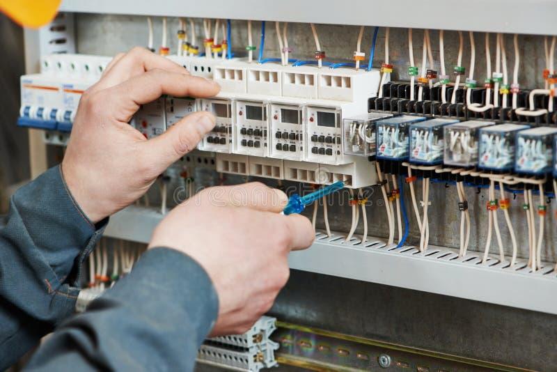 Trabalho do eletricista foto de stock royalty free