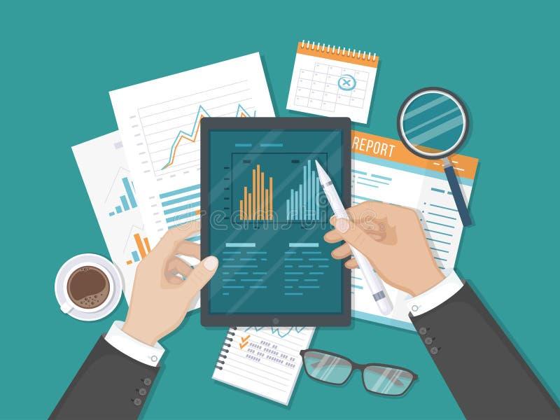 Trabalho do homem de negócios com gráficos na tela da tabuleta Exame, explicando, análise, analítica Originais, relatório Vista s ilustração royalty free