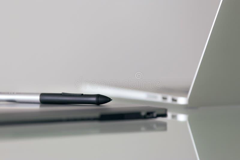 Trabalho do projeto de Pen And Graphic Tablet For Digital do estilete foto de stock royalty free