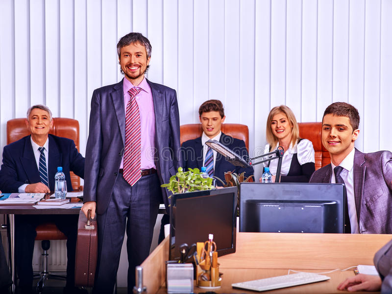 Trabalho dos povos no escritório para negócios fotografia de stock