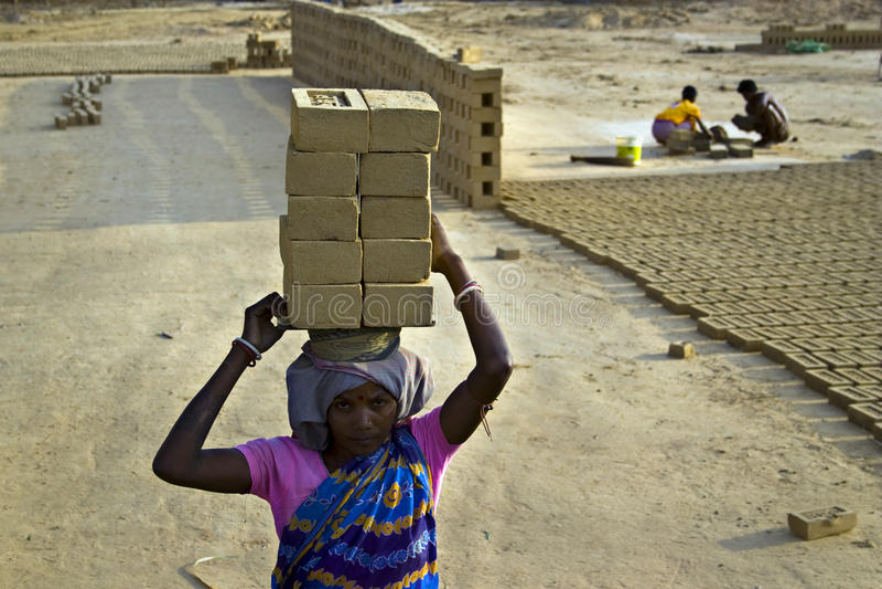 Trabalho indiano do campo de tijolo fotografia de stock