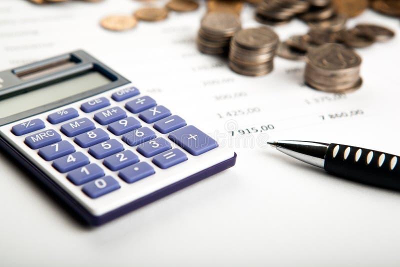 Trabalho na calculadora e nos papéis foto de stock royalty free