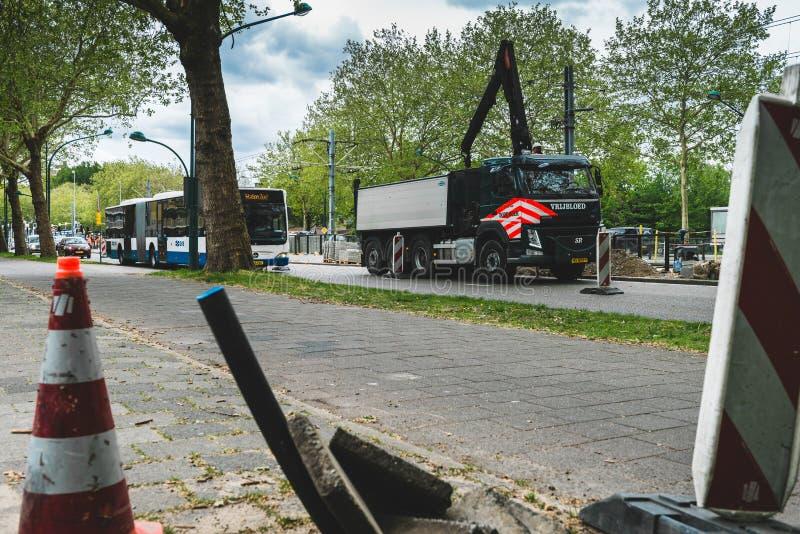 Trabalho na estrada Amsterdão Buitenveldert fotografia de stock