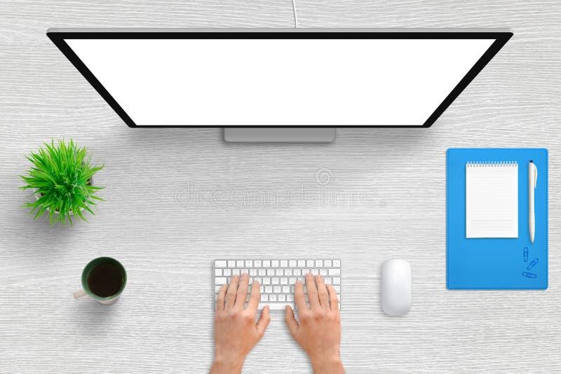 Trabalho no computador com a tela branca isolada Cena da mesa de escritório da vista superior com espaço livre no meio para o tex ilustração stock