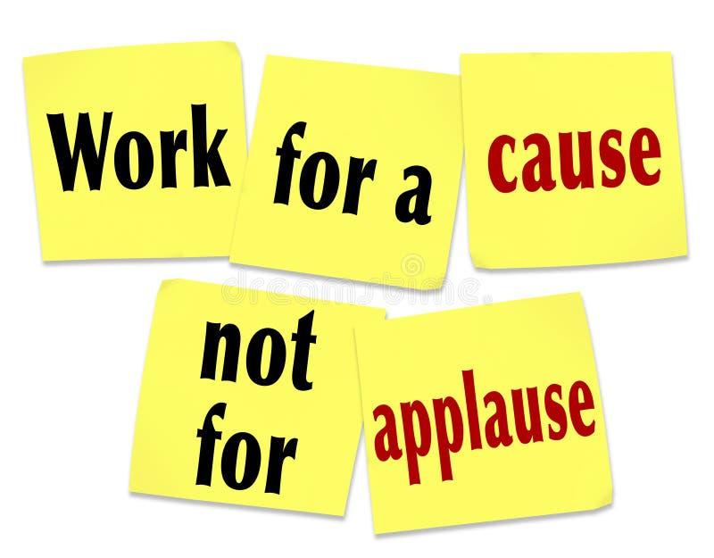 Trabalho para uma causa não para o aplauso que diz notas pegajosas das citações ilustração stock