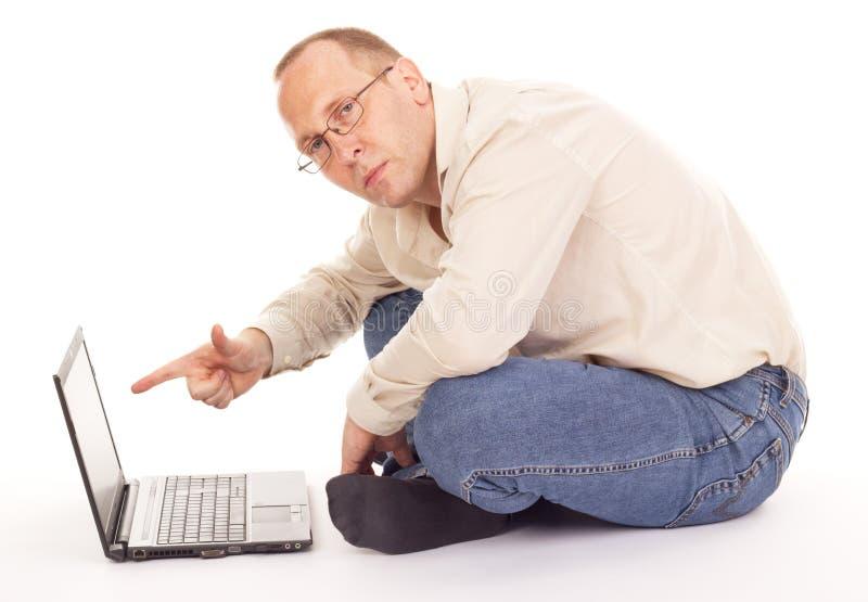 Trabalho sobre o Internet em casa foto de stock royalty free