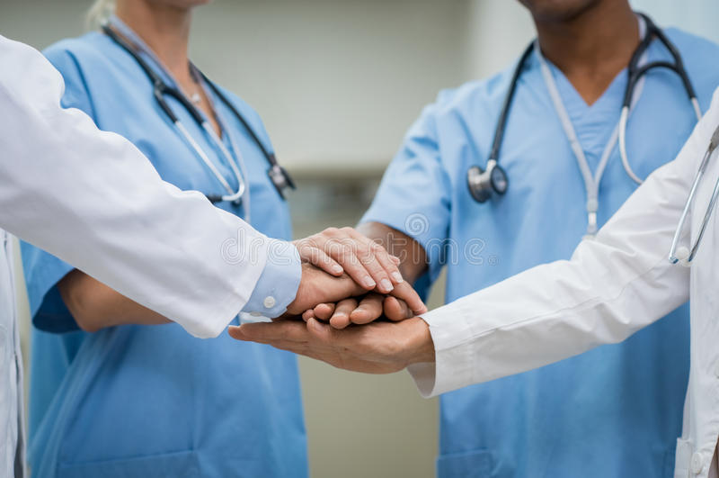 Trabalhos de equipa no hospital fotografia de stock
