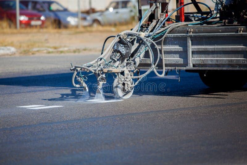 Trabalhos de equipa: Pavimento Asphalt Road Marking Paint e imagens de stock