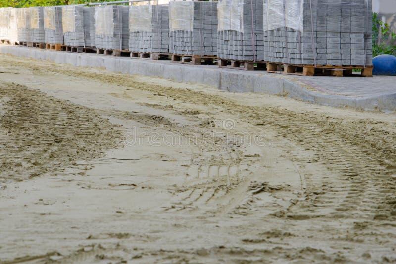 Trabalhos de estrada em colocar pavimentos imagem de stock