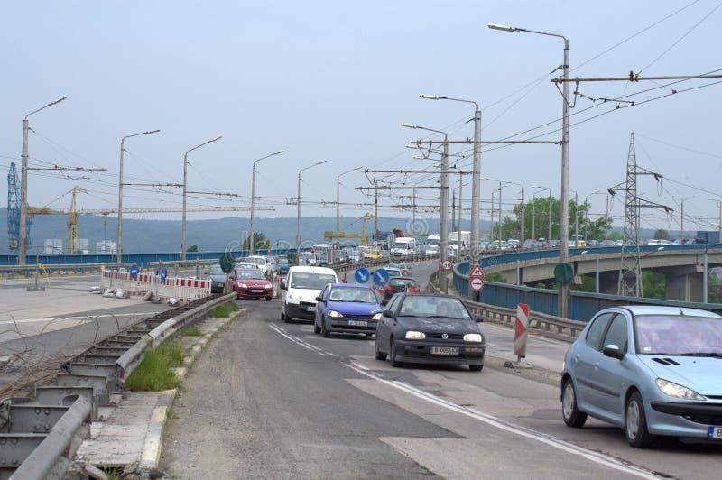Trabalhos de estrada na ponte Bulgária de Varna fotografia de stock