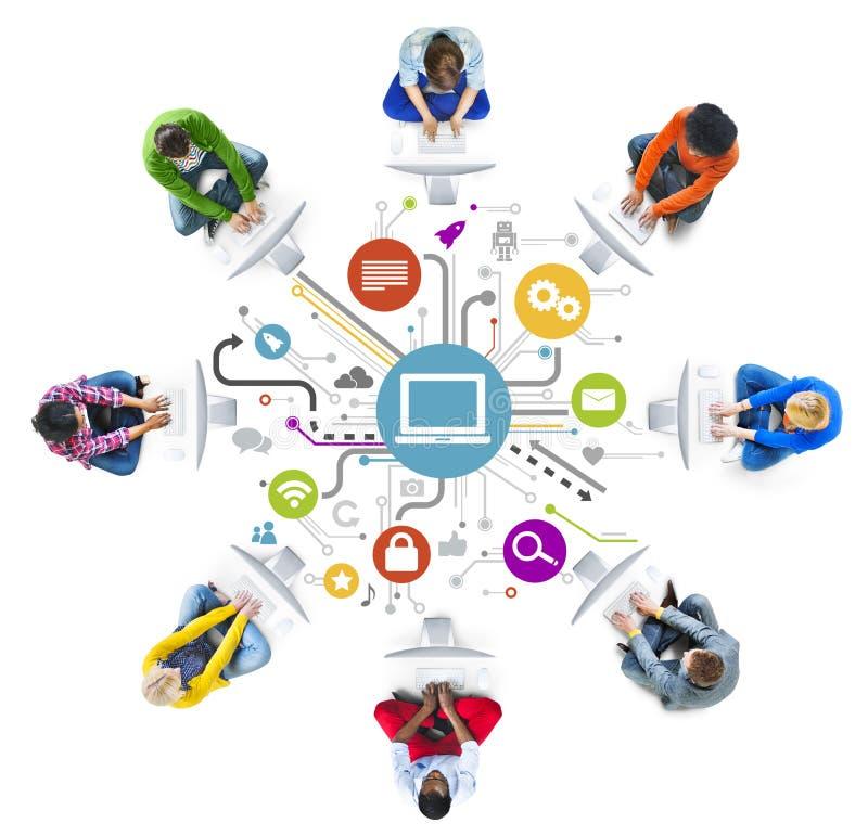Trabalhos em rede dos povos e conceitos sociais da rede informática imagens de stock royalty free