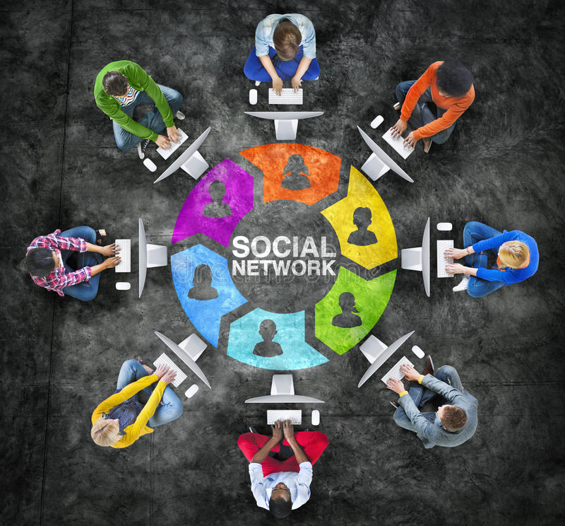 Trabalhos em rede dos povos e conceitos sociais da rede informática imagem de stock