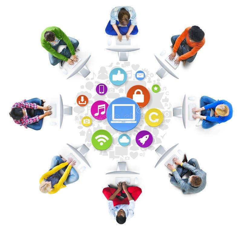 Trabalhos em rede dos povos e conceitos sociais da rede informática fotos de stock