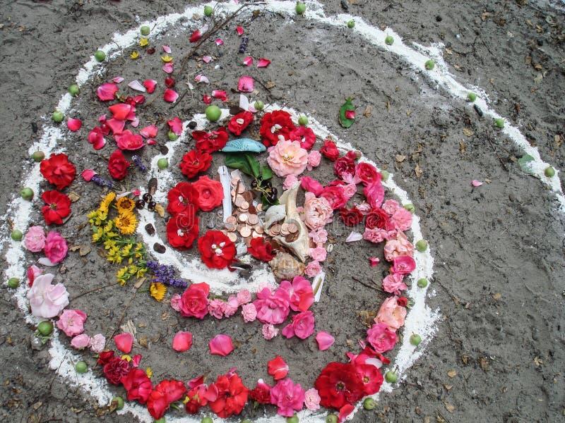 Trabalhos espirais mágicos, altar do wicca Religião pagão imagens de stock royalty free