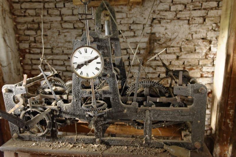 Trabalhos mecânicos na égua de Copsa, Romênia fotos de stock