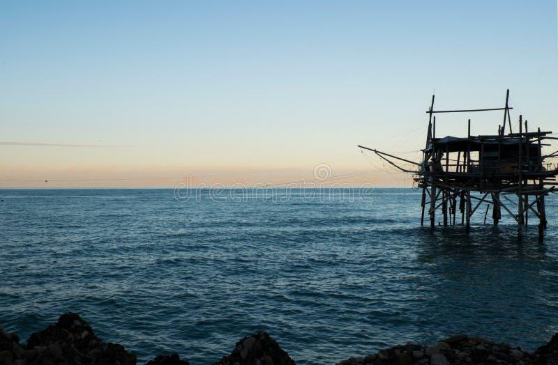 Trabocco foncé au coucher du soleil photos libres de droits