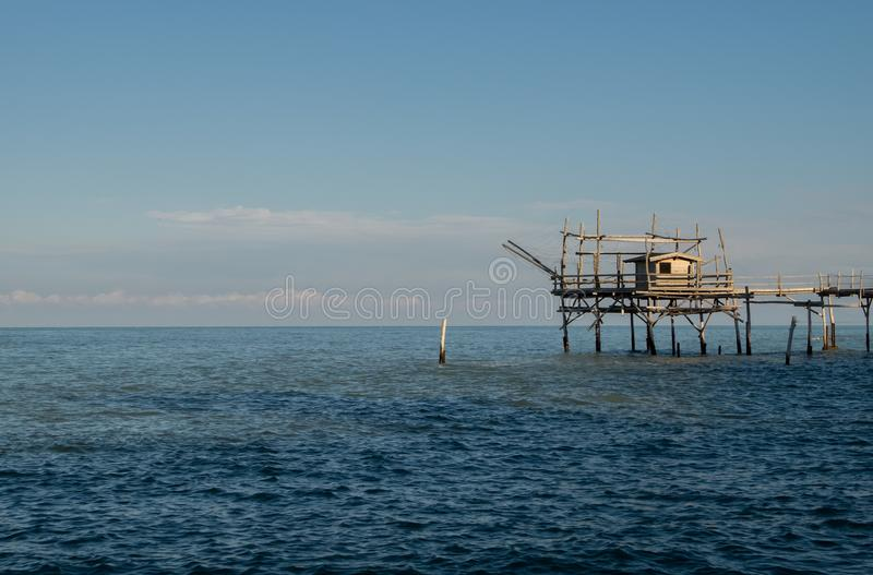 Trabocco no mar no por do sol imagem de stock royalty free