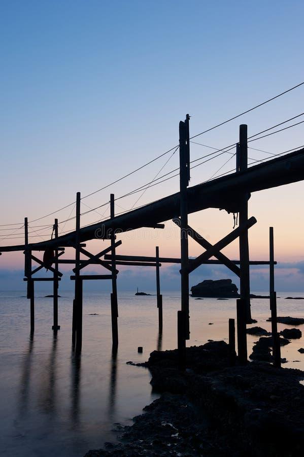 Trabucco,老捕鱼设备 免版税图库摄影