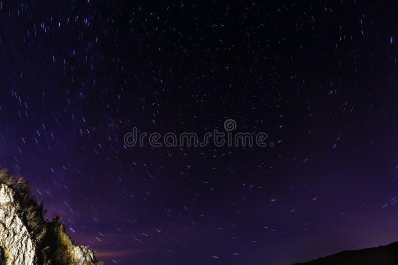 Tracce della stella nel cielo immagini stock