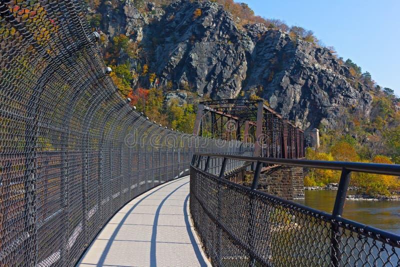 Traccia appalachiana sopra il fiume in Virginia Occidentale, U.S.A. fotografia stock libera da diritti
