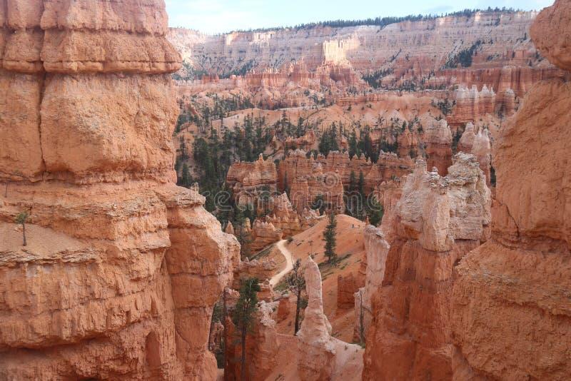 Traccia Bryce Canyon del giardino del Queens dei paesaggi dei menagrami fotografia stock libera da diritti