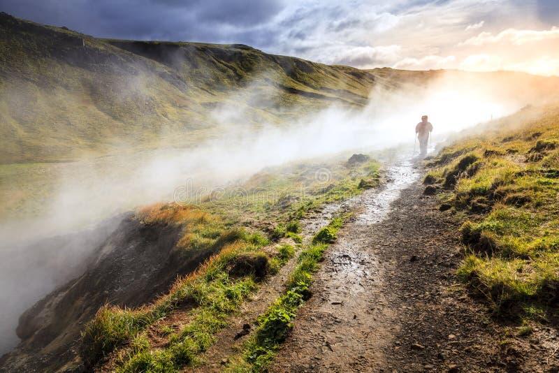 Traccia del fiume della sorgente di acqua calda di Hveragerdi fotografie stock libere da diritti