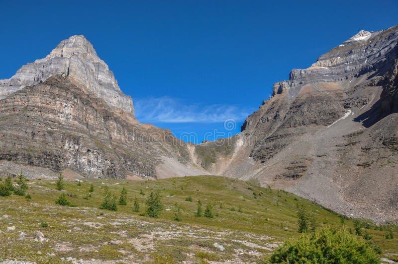 Traccia del passaggio del tempio nel parco nazionale di Banff, Alberta, Canada fotografia stock libera da diritti