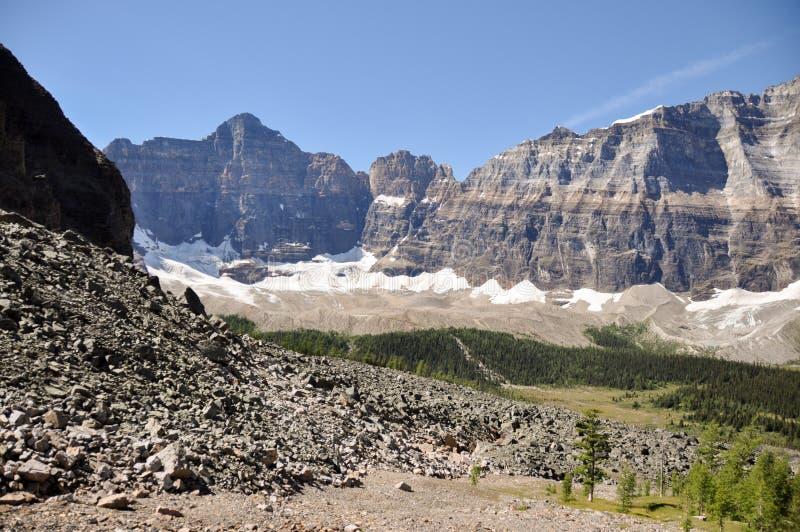 Traccia del passaggio del tempio nel parco nazionale di Banff, Alberta, Canada immagini stock