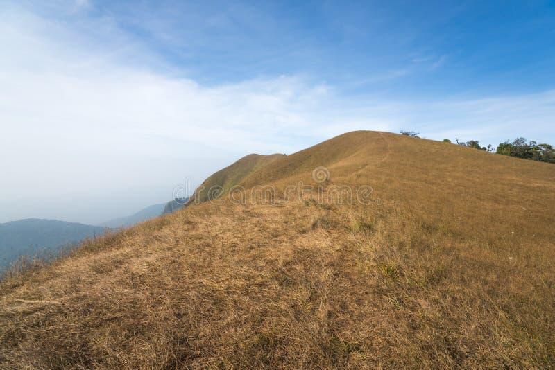 Traccia di camminata dell'itinerario di trekking del paesaggio della montagna al parco nazionale di punta del paesaggio della mon immagini stock libere da diritti