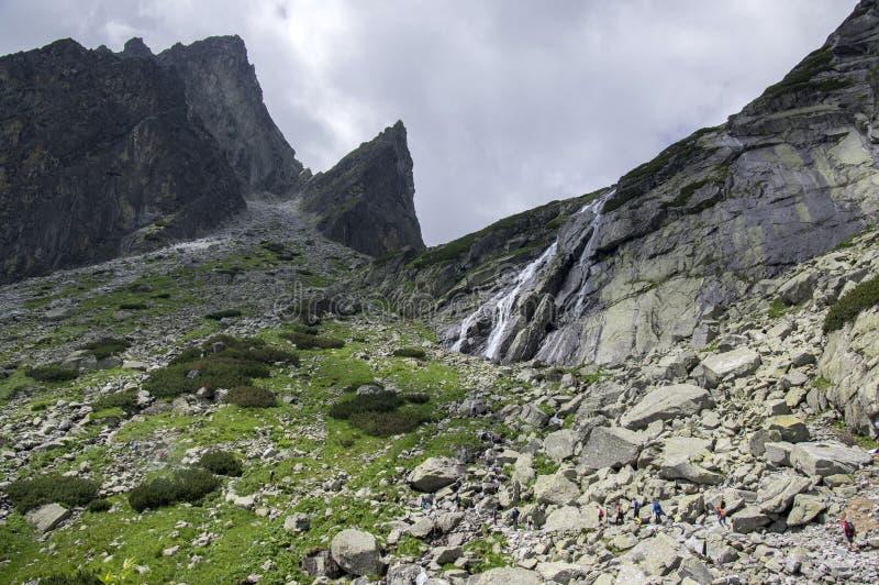 Traccia di escursione di dolina di studena di Mala in alto Tatras, stagione turistica di estate, natura selvaggia, traccia turist fotografie stock libere da diritti
