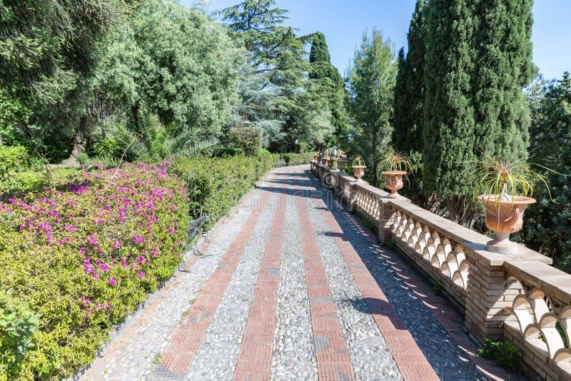 Traccia di escursione in giardini botanici di Taormina alla Sicilia, Italia fotografia stock libera da diritti