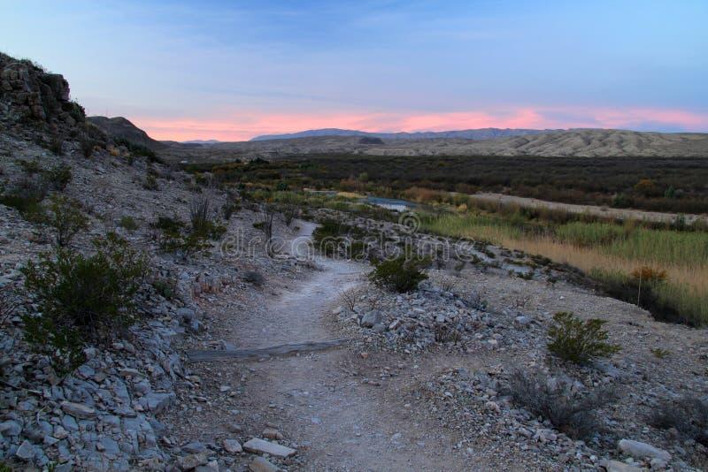 Traccia di Rio Grande Village Campground Nature di mattina immagini stock libere da diritti