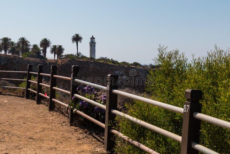 Traccia di vista sul mare a punto Vicente Interpretative Center con il faro fotografie stock