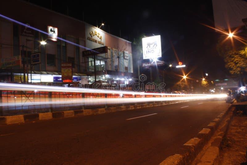 Traccia leggera a Jln Veterano, Bogor, Indonesia fotografia stock