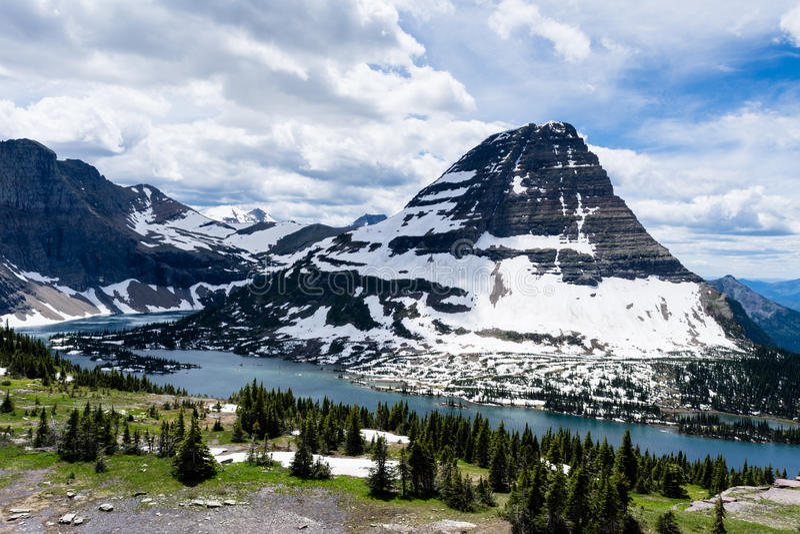 Traccia nascosta del lago in Glacier National Park, U.S.A. immagini stock libere da diritti