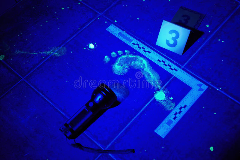 Trace de copie de pied sous la lumière UV image libre de droits